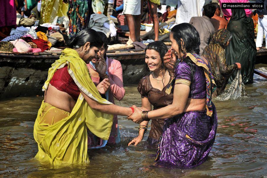 In Photos: Indias Holy Men Wash Away Their Sins   VICE News